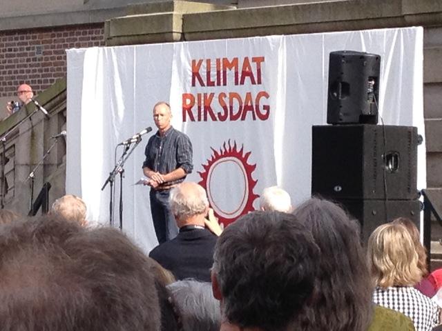 Johan Rockström talar på inledningsmötet på Tyska Torget